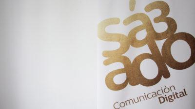 Cuarto y mitad de logotipo - Sábado Comunicación Digital